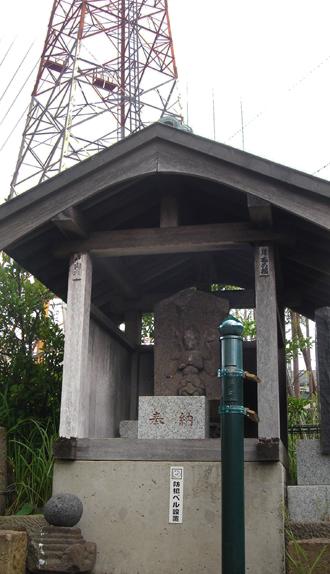 鉄塔と庚申1.jpg